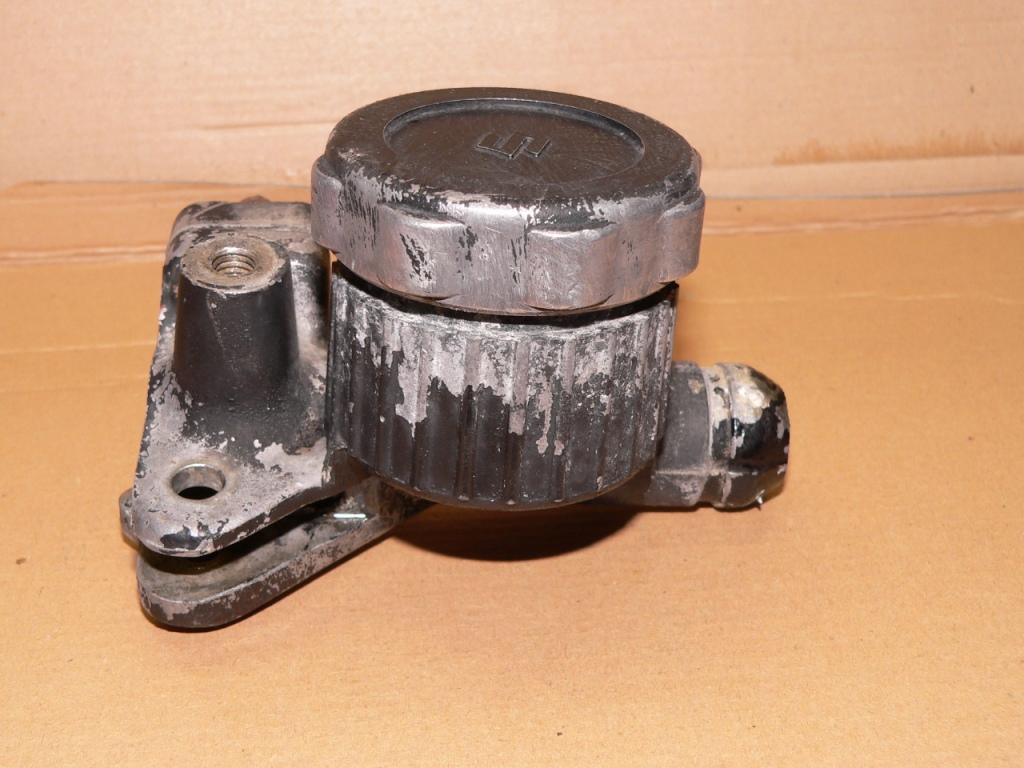 Image on Dual Brake Master Cylinder